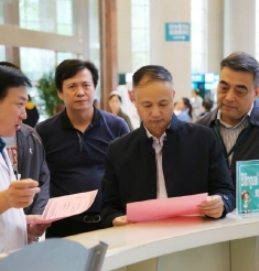 市衛健委副主任賈勇一行到成都市中西醫結合醫院調研衛生健康國際化營商環境建設工作
