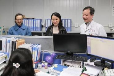 成都市�婀愣�福彩网医结合医院院领导深入一线 强化医院科学管理