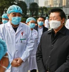 市委吴凯常委一行看望慰问成都市中西医结合医院工作人员