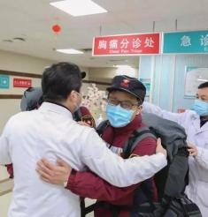 """""""抗击疫情·党旗飘扬""""之四:与爱同行,一医院的温暖从不缺席"""